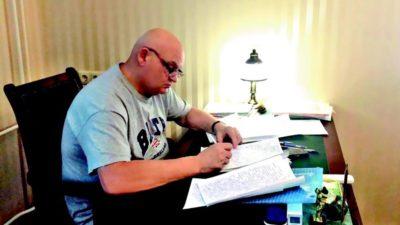 писатель за работой (2)