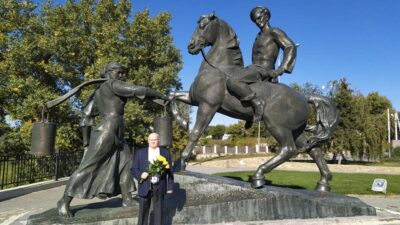 лапин памятник